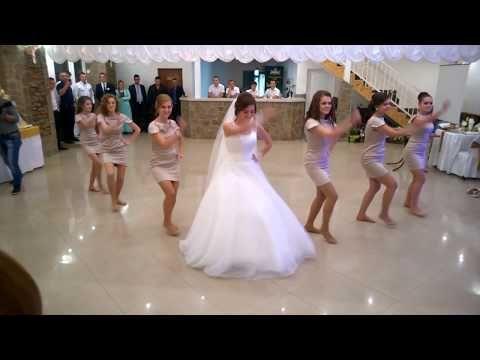 عروسة واصحابها فاجئوا الجميع برقصهم على المزمار الصعيدي وجننوا الفرح كله برقصهم Youtube Prom Dresses Formal Dresses Youtube