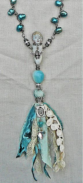 """Another """"tassel"""" focal piece--but notice how the pearls are wired in the chain--different!"""