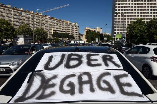 A Bruxelles, les taxis de toute l'Europe manifestent contre Uber