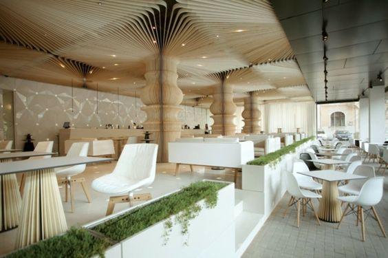weiße-Möbel-Cafe-Varna-Bulgarien