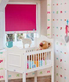Wooninterieurlavoir raamdecoratie lief horziontale jalozieen houten rolgordijnen for Kinderkamer deco