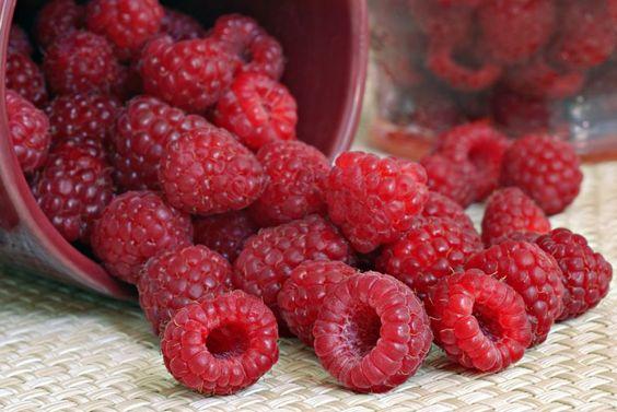3 retete dulci pentru deserturi de vara cu zmeura - www.foodstory.ro