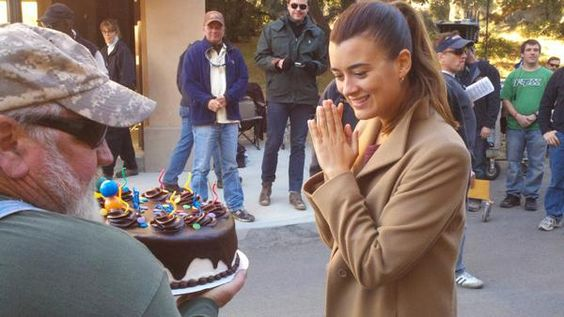 Oslavy narozenin Cote během natáčení