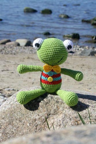 Felix the Frog - free amigurumi pattern for beginners | by lilleliis