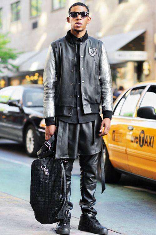Monsieur Jerome: Floyd (27 - Designer de Moda) usa óculos de brechó, jaqueta Balmain por, camisa da H & M, saia por Rabbit Hole, calças da H & M, compras por Rabbit Hole e Tênis: Nike Air Force
