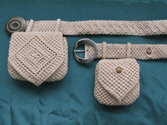 #macrame ::: I love to macrame and like this design with the tiny purses added. Lorr