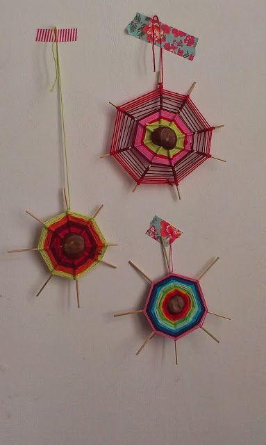 Spinnenwebben maken met een kastanje, satéprikkers en wol