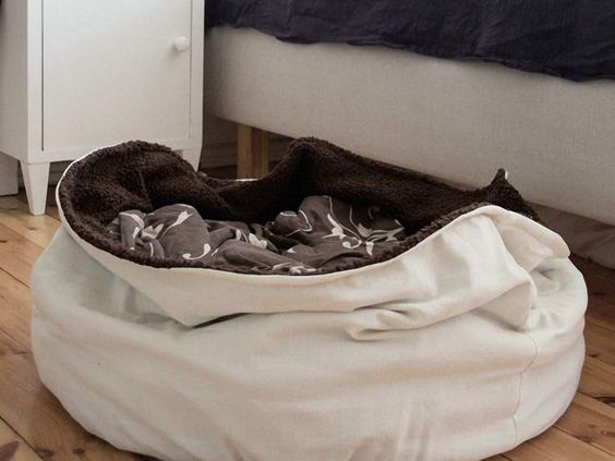 diy anleitung hundekuschelsack n hen via. Black Bedroom Furniture Sets. Home Design Ideas