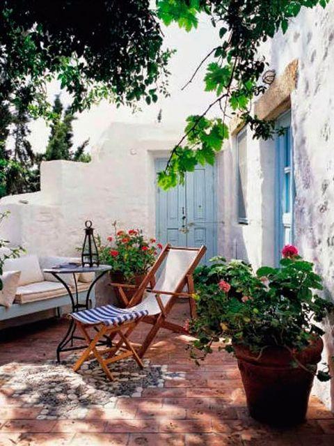 Terrazas Porches Y Balcones Para Disfrutar Del Verano En 2020 Pequenos Jardines Tropicales Paisajes Jardines Bonitos