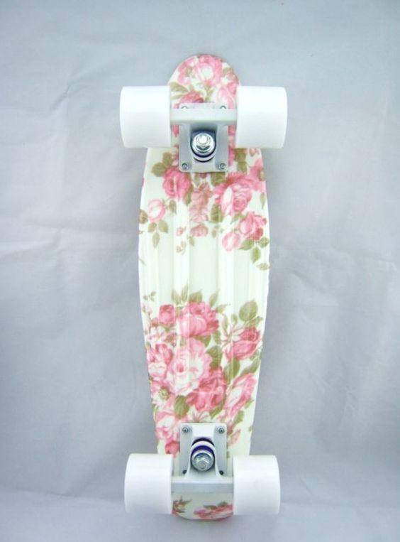 花柄のスケートボード