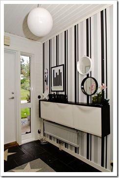 Un recibidor con Trones de Ikea en blanco y negro : x4duros.com: