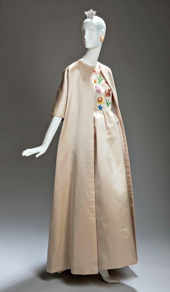La Moda de Givenchy en El Thyssen-Bornemisza by Aloa Style VER: http://lookandfashion.hola.com/aloastyle/20141004/la-moda-de-givenchy-en-el-thyssen-bornemisza/ #lookandfashion #hola #holamoda #holafashion #MODA