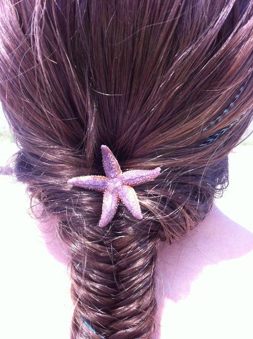 Cute starfish in hair for aquarium wedding