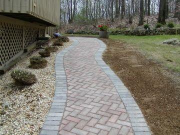 Walkways herringbone and brick walkway on pinterest for Stone pathway design ideas