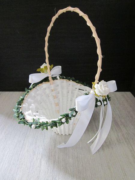 Hochzeitsdeko Blumenkorbchen Streukorbchen Blumenstreukorbchen Ein Designerstuck Von Sarahsseidenblumenstud Blumenmadchen Korb Blumenmadchen Blumenkorbchen