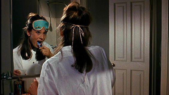 Estilo hasta cepillándose los dientes.