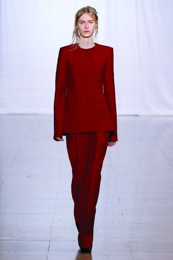 LOOK # 1  Tailored top - Classic trousers - Suspended 'demi-pointe' shoes
