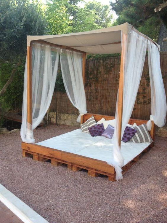 Cama balinesa hecha de palets jardin pinterest - Camas de palets ...