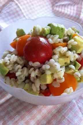 【菜食】押し麦とアボカドとトマトのサラダの画像