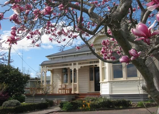 80 Napier Road Villa Havelock North In 2020 New Zealand Houses Colonial House Cute House