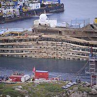 Kontaminiert und korrodiert: Was der Schrott der Costa Concordia noch wert ist   https://www.focus.de/finanzen/news/tid-33597/kontaminiert-und-korrodiert-was-der-schrott-der-costa-concordia-noch-wert-ist_aid_1103484.html