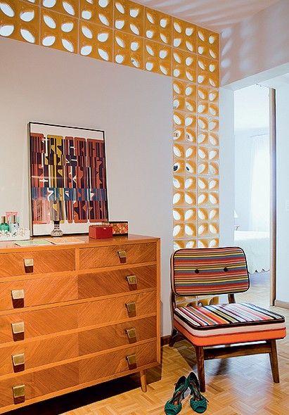 Elemento Vazado - Depois da reforma, o ambiente ganhou mais luz natural com os elementos vazados aplicados na parede divisória do quarto do casal: