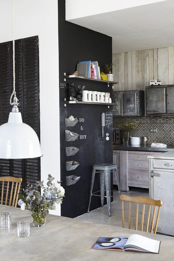 68 id es cr atives avec l 39 ardoise murale industriel livres et placards. Black Bedroom Furniture Sets. Home Design Ideas