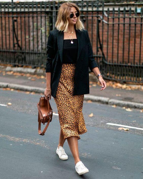 copie le look Habille-toi comme Emma Hill: la jupe longue léopard !