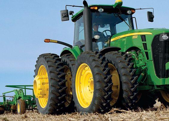 John Deere 8530 2210 Floating Hitch Field Cultivator on a JohnDeere tractor in a field