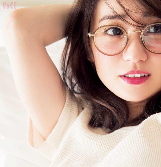 眼鏡をかけている大島優子