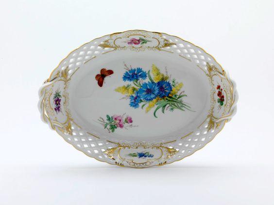 Korb, durchbr.  mit 2 Henkel, Blume naturalistisch, m.Schmetterling, Schilderorn.goldstaff., Goldr., L 25 cm