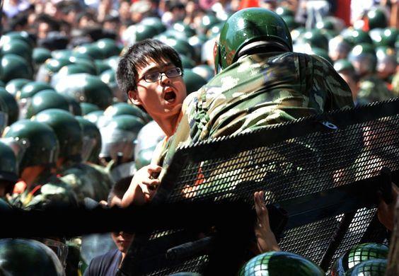 Demonstrant vor Japans Botschaft in Peking: Tausende Chinesen sind wütend über...