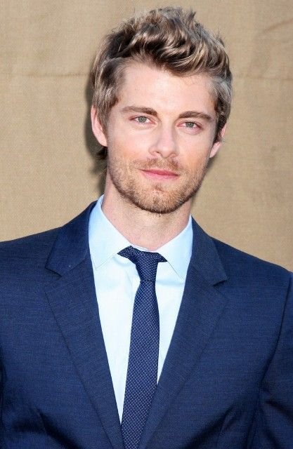 Luke Mitchell Age, Weight, Height, Measurements - http://www.celebritysizes.com/luke-mitchell-age-weight-height-measurements/