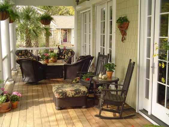 Small enclosed porch decorating ideas relaxing front for Small enclosed patio design ideas