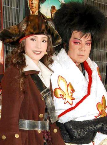 舞台『薔薇とサムライ〜GoemonRockOverDrive』の公開稽古を行った古田新太の画像