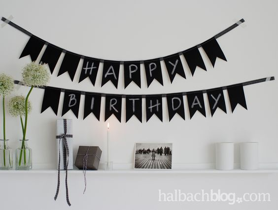 diy idee wimpelkette n hen aus tafelstoff i black white i chalkboard fabric i happy birthday. Black Bedroom Furniture Sets. Home Design Ideas