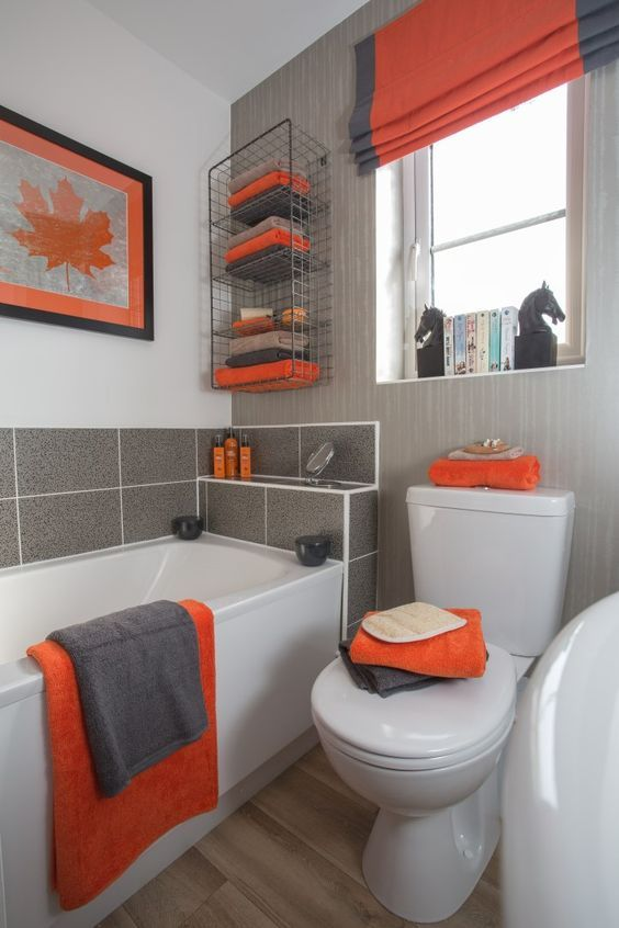 A Grey Orange And White Bathroom With All The Colors Mixed Up Stylishly And Some Catchy Decor El In 2020 Gray Bathroom Decor Orange Bathrooms Bathroom Decor Apartment