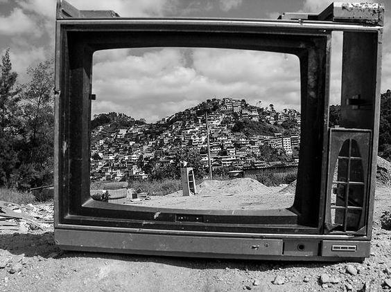Amanheceu mais vez, é hora de acordar para viver…Após anos de uma tragédia que matou centenas de pessoas,a cidade continua com cicatrizes, pessoas ainda permanece sem abrigos, casas prometida…