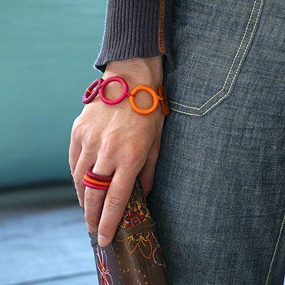 Bracelets à réaliser en broderie, macramé et en fils enroulés