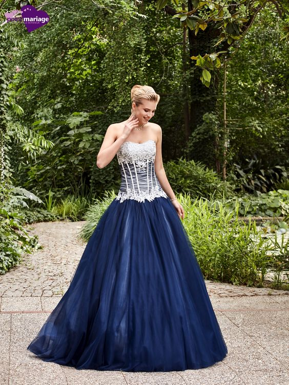 Robe de mariée Zita, robe de mariée marine, robe de mariage volume sur Point…