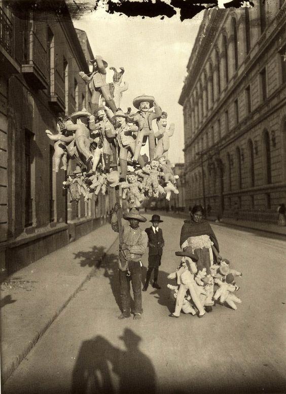 Paper balloon seller. Mexico City, early 1900s. Photo by Agustín Víctor Casasola (I love his shadow).