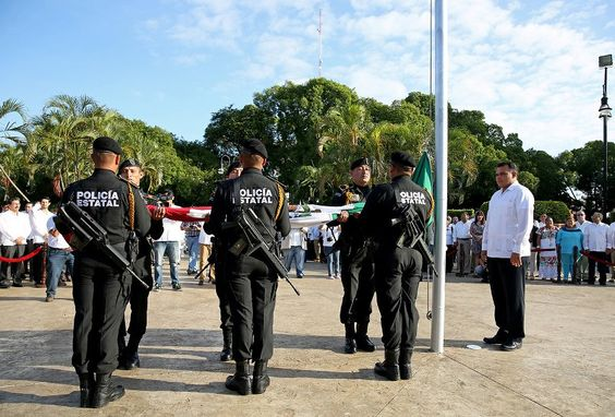 Iza el Gobernador Bandera Nacional por aniversario de la Revolución Mexicana
