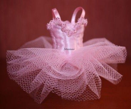 how to: tutu- in French, but has pics. Not sure of size?? Anyone know???