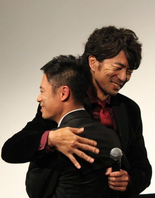 『チーム・バチスタ』で共演した『伊藤 淳史』と『仲村トオル』の2ショット