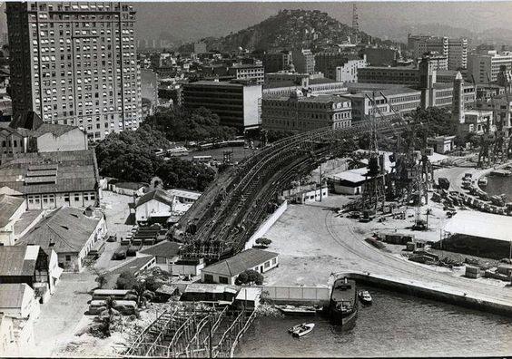 Construção do Elevado da Perimetral, Praça Mauá  Year: 1950´s   Source: Acervo Jornal do Brasil