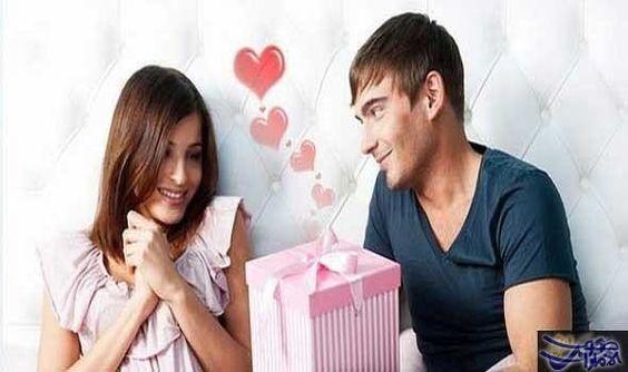 كيف تخرجين زوجك من صمته لحوار أساس الحياة الزوجية الناجحة فهو أفضل طريقة لخلق نقاش هادئ Best Valentine S Day Gifts Top Gifts For Women Valentine Day Gifts