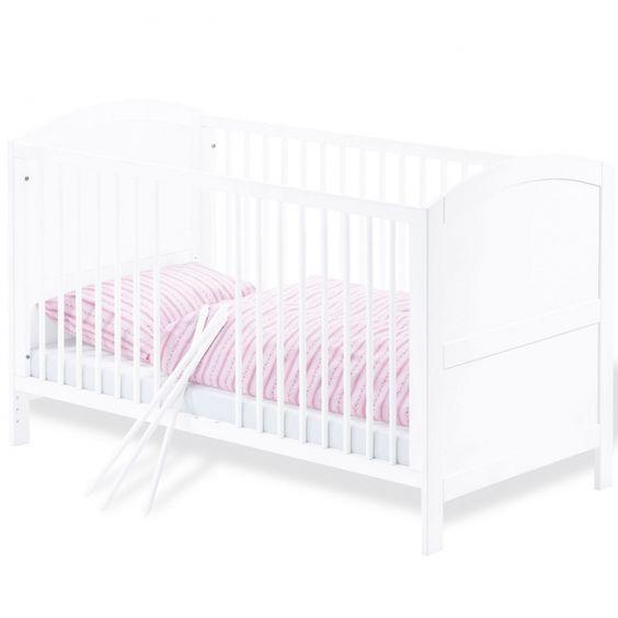 Un joli lit à barreaux Laura de Pinolino pour la chambre de votre bébé. Lorsque votre enfant grandit, on peut retirer les barreaux pour lui faire un vrai lit de grand.    Le lit est livré avec un sommier à lattes à hauteur réglable : 15, 31 et 46 cm. Convertible en lit pour enfant et petit sofa. Barreaux amovibles. Livré avec sommier, sans textile et sans matelas. Tous les matelas bébé sont vendus sur le site. Conforme aux normes EN716.
