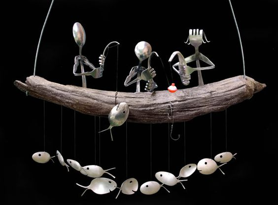 My Family Fishing wind chime is a perfect way to display your love for the lake. Featuring a Customizable Family Fishing off a drift wood boat.