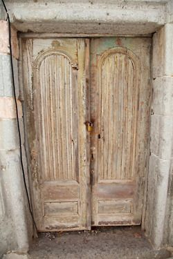 I would love to reclaim some old doors like these and put them into my interior....