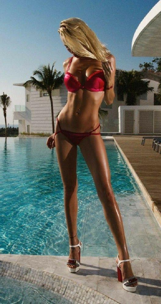 Sexy frau im bikini nackt